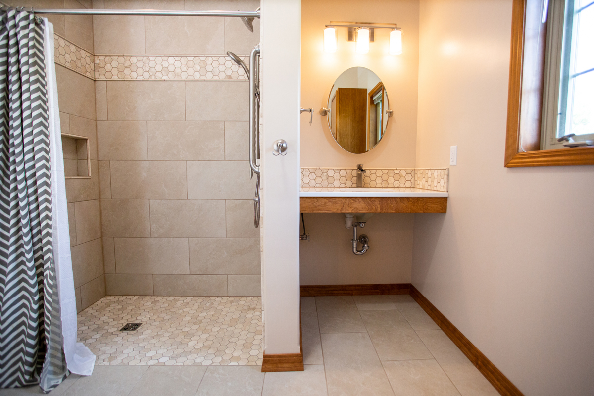 wisconsin wheelchair accessible bathrooms